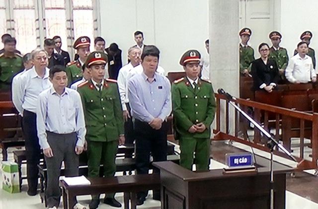 Các bị cáo tại phiên xử sáng 19/3.