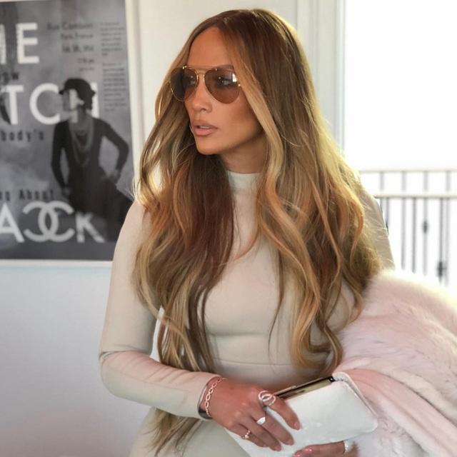 Jennifer Lopez cũng luôn cố gắng ngồi thiền 20 phút mỗi ngày và ngủ đủ 8- 10 h.
