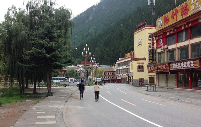 Những con đường tới Cửu Trại Câu từng nứt toác sau động đất, đều được trùng tu lại