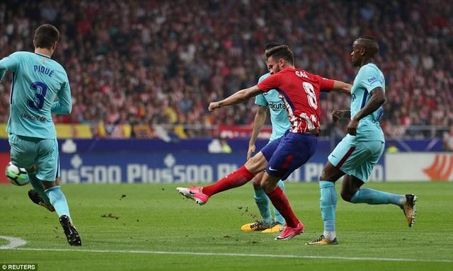 Saul Niguez mở tỷ số cho Atletico vào lưới Barca ở lượt đi