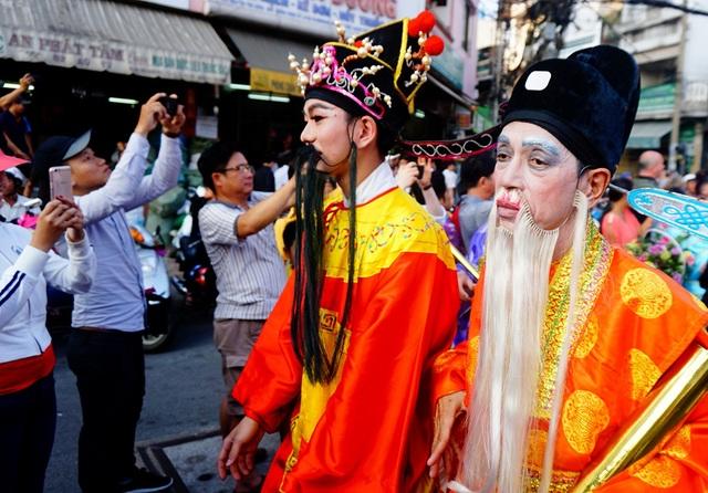 Lễ hội là dịp đón mừng năm mới, đêm trăng tròn đầu tiên trong năm.