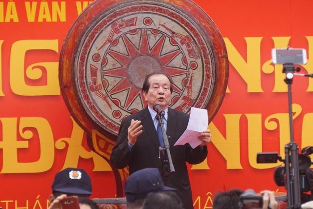 Nhà thơ Hữu Thỉnh, Chủ tịch Hội Nhà văn Việt Nam phát biểu khai mạc Hội thơ.
