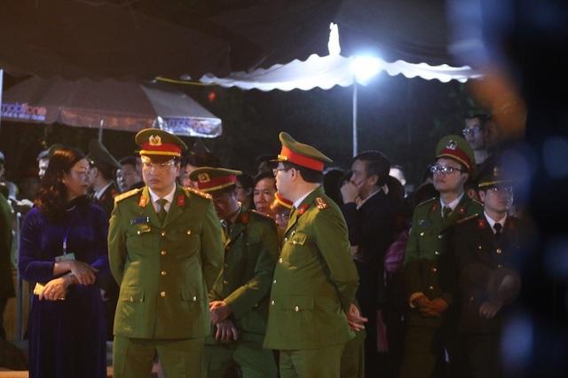 Lực lượng an ninh và Ban tổ chức kễ hội đền Trần khá căng thẳng trước giờ Khai ấn. Tất cả lực lượng an ninh đều trực 100% quân số, sẵn sàng phương án để đảm bảo an toàn cho lễ Khai ấn đền Trần 2018