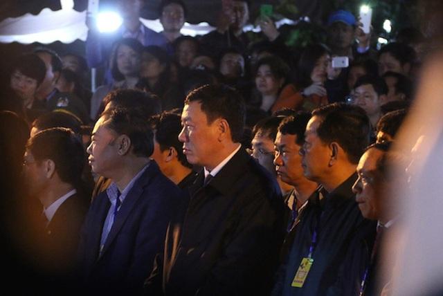 Dẫn đầu đoàn đại biểu dâng hương là ông Đoàn Hồng Phong, Bí thư tỉnh uỷ tỉnh Nam Định