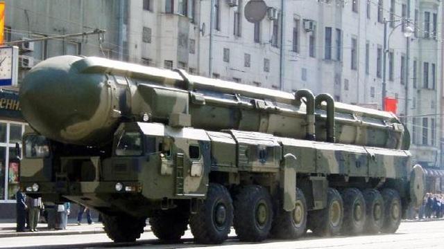 Tên lửa Satan của Nga trong một cuộc duyệt binh (Ảnh: News.com.au)