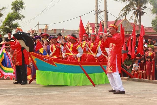 Hò chèo cạn diễn ra tại Lễ Cầu ngư