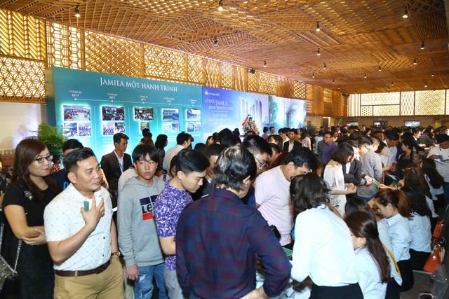 Hơn 1200 khách hàng đến từ rất sớm đăng ký tham gia chương trình