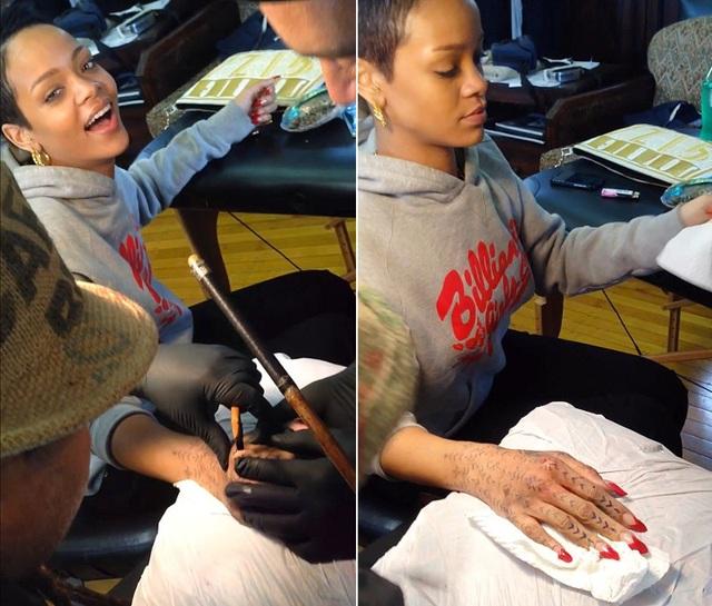 Rihanna mới xăm thêm loạt hình xăm lốm đốm trên khắp các ngón tay và bàn tay!