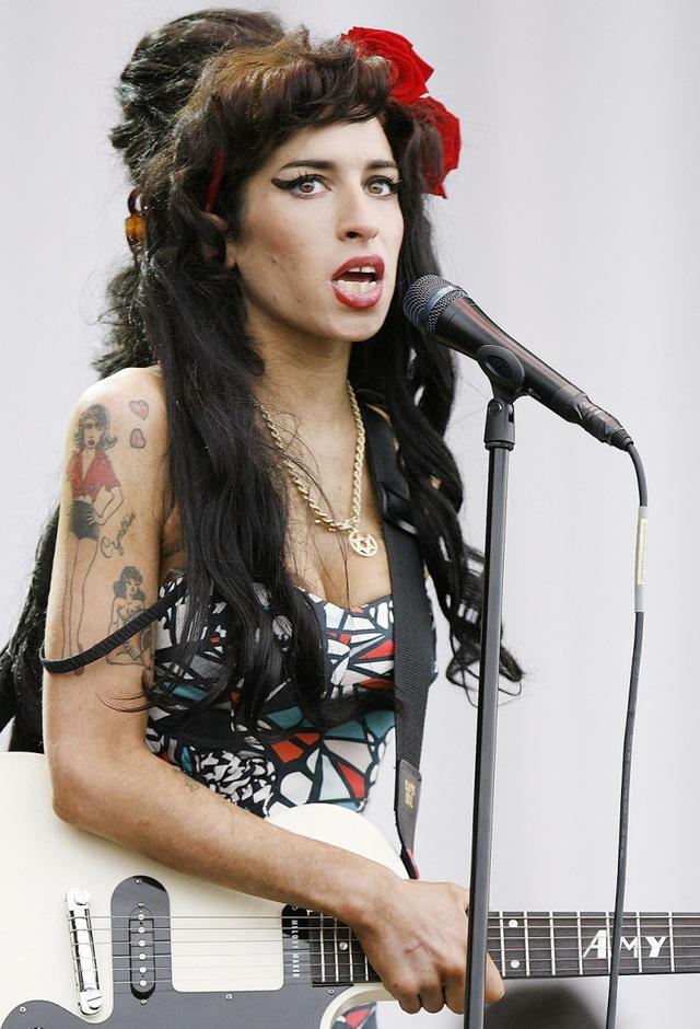 Amy Winehouse khi còn sống cũng nổi tiếng mê xăm trổ