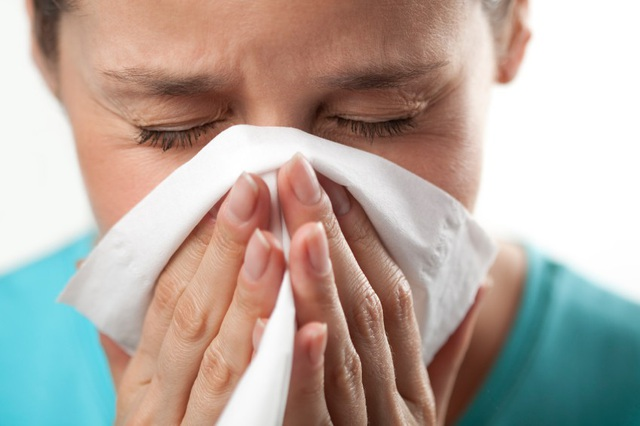 Vì sao bạn dễ ốm khi thời tiết chuyển mùa? - 1