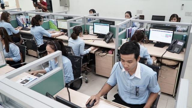 Trung bình mỗi ngày, EVNSPC.CC tiếp nhận 5.000 giao dịch của khách hàng dung điện tại 21 tỉnh, thành phố phía Nam. Ảnh Đình Hoàng