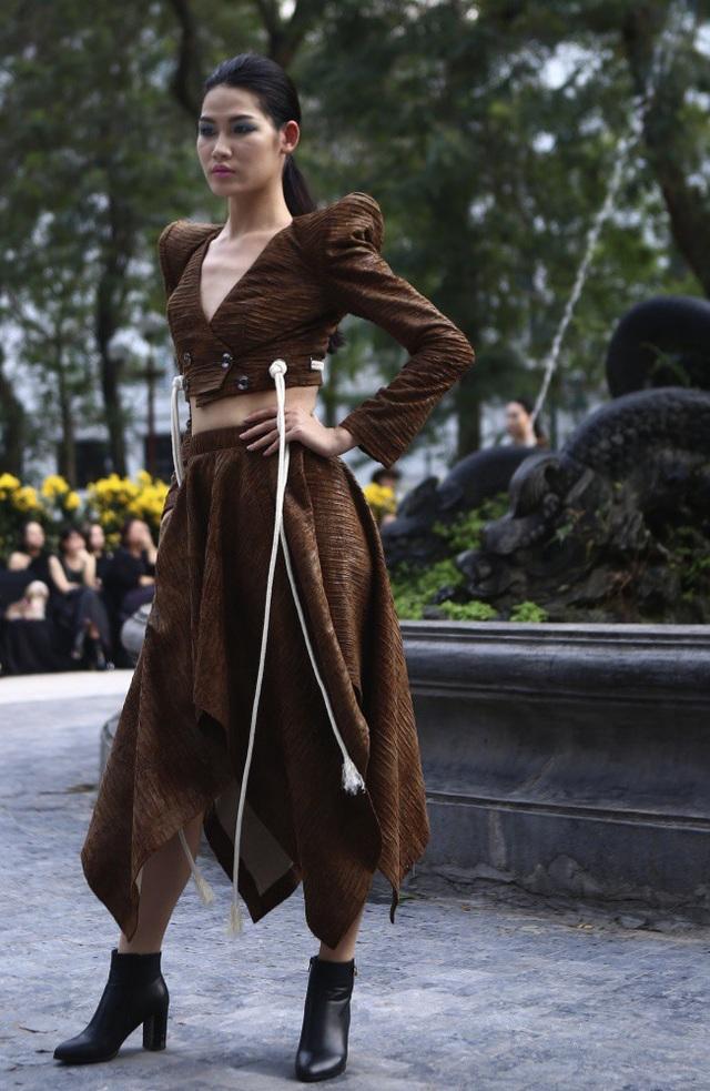 NTK Minh Hạnh đưa ngựa trắng lên sàn diễn Tuần lễ thời trang Việt Nam - Italia - 20