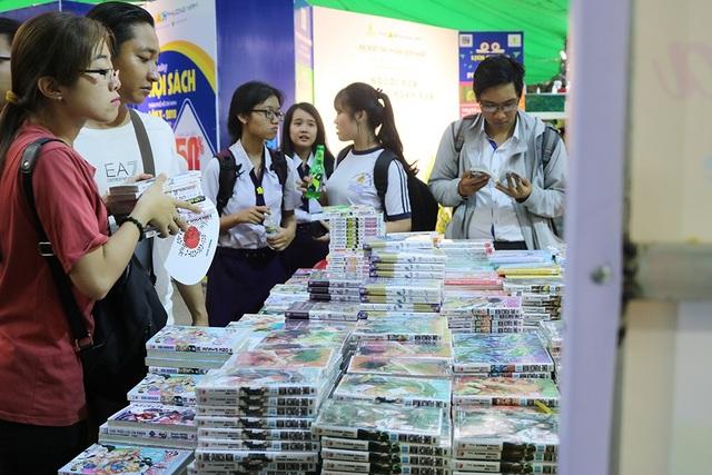 Năm nay, đặc biệt còn có sự xuất hiện của nhiều sách, tranh truyện Châu Á được bày bán khắp các gian hàng