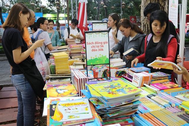 Các đầu sách đã có sự giảm giá với nhiều thể loại, tăng sức mua của đọc giả