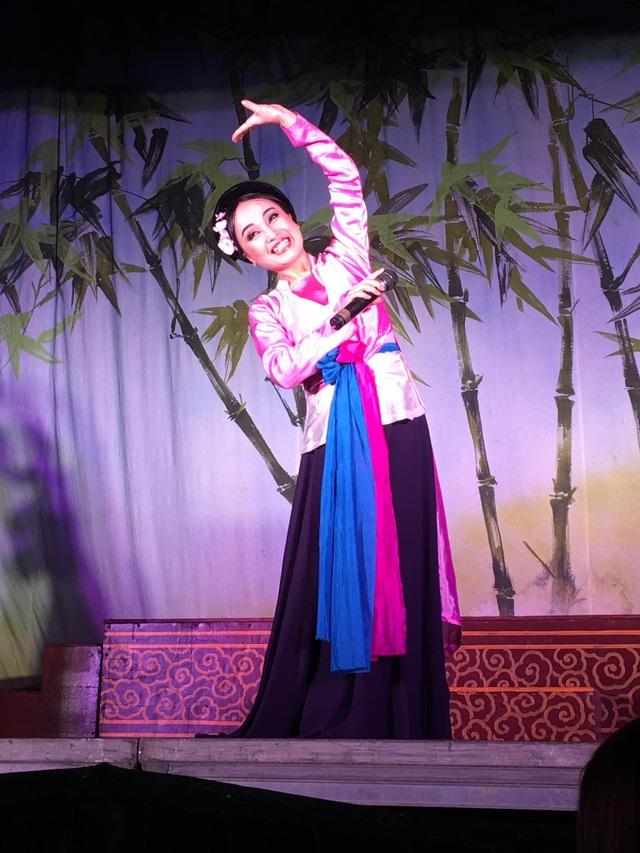 NSƯT Thu Huyền - bà xã của NSƯT Tấn Minh cũng nằm trong 12 nghệ sĩ được xét tặng danh hiệu Nghệ sĩ Nhân dân dịp này.