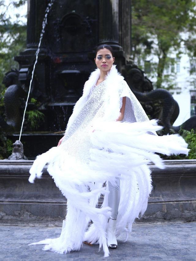 NTK Minh Hạnh đưa ngựa trắng lên sàn diễn Tuần lễ thời trang Việt Nam - Italia - 25