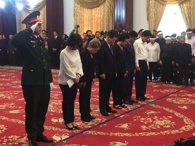 Nguyên Chủ tịch nước Nguyễn Minh Triết đến tiễn biệt nguyên Thủ tướng Phan Văn Khải