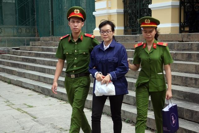 Huyền Như phải có trách nhiệm bồi thường dân sự trong vụ án này.