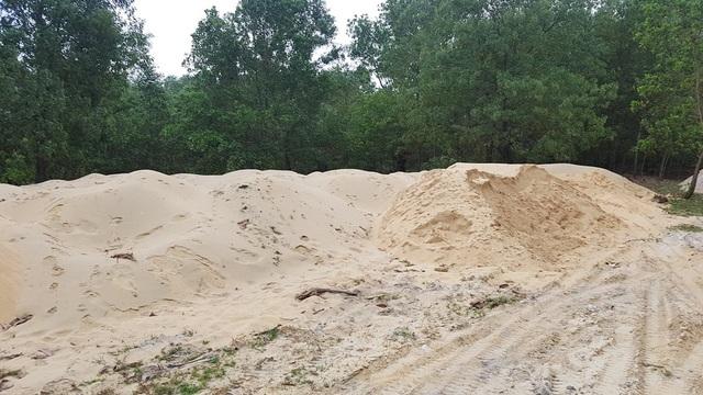 Khoảng gần 20 bãi cát lậu như thế này tại Khu kinh tế Chân Mây - Lăng Cô
