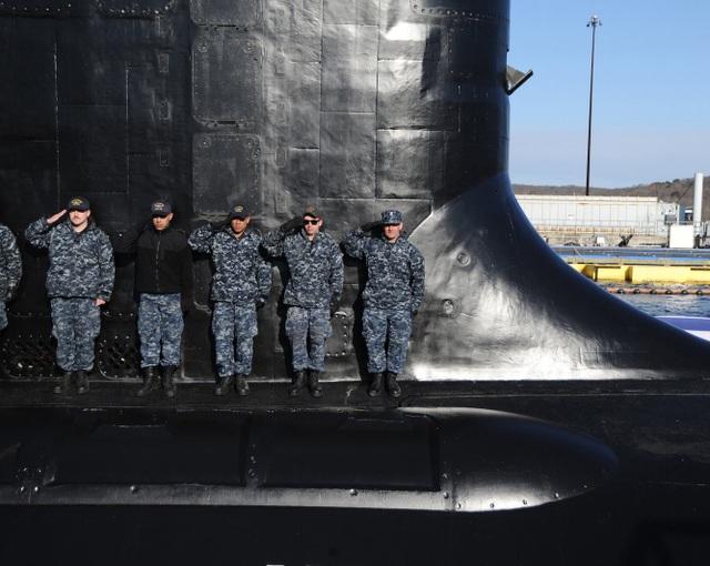 Lượng choán nước khi lặn của USS Colorado vào khoảng 7.800 tấn. Tàu dài 102,7 m, rộng 10m, tốc độ khoảng 46km/h. Tàu được trang bị động cơ chạy bằng lò phản ứng hạt nhân nhằm giảm chi phí vòng đời và tăng thời gian tác chiến và hoạt động dưới nước.