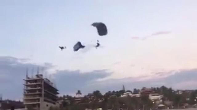 Hai dù lượn va chạm mạnh từ trên không khiến một người tử vong, người kia bị thương nặng