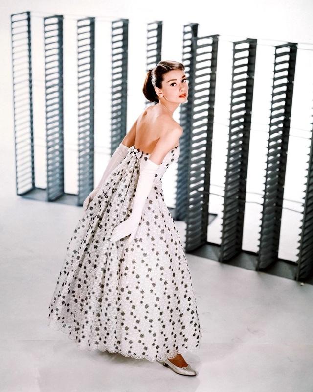 Váy hoa nhí trẻ trung và điệu đà