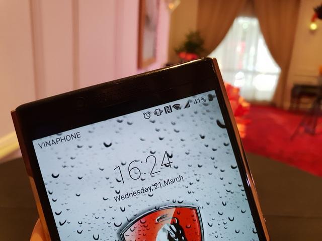 Máy có Camera trước 8MP và camera chính 20MP như các dòng smartphone cao cấp hiện nay.