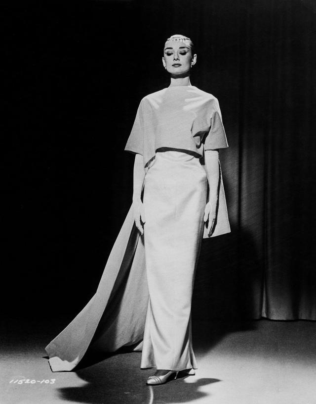 Audrey Hepburn và chiếc váy dạ hội rất tinh tế