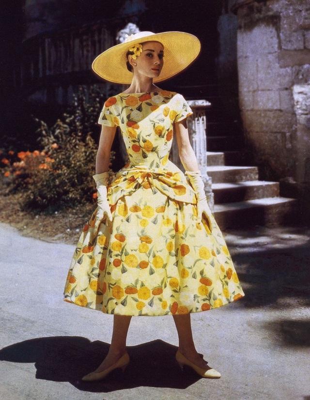 Một mẫu váy không bao giờ hết mốt