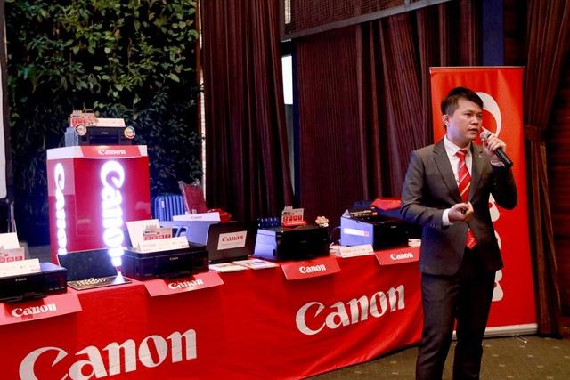Đại diện Canon giới thiệu về loạt máy in mới