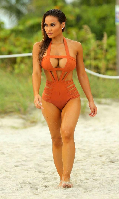 Người đẹp gốc Philippines khẳng điịnh, thân hình của cô hoàn toàn tự nhiên và là kết quả của việc chăm chỉ tập gym, ăn uống khoa học.