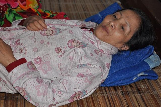 Tình cảnh khốn khó của cô khiến người dân trong làng tha thiết được các nhà hảo tâm giúp đỡ cô.