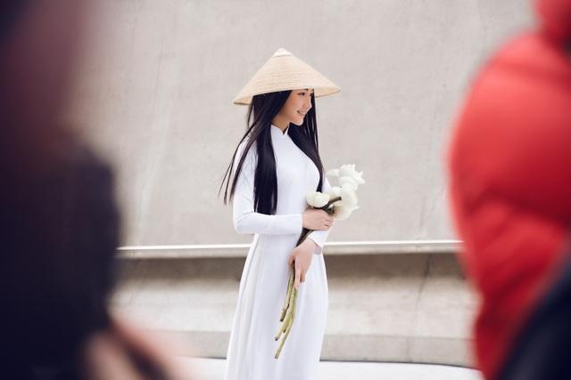 Sau đó cô tham gia Hoa hậu Việt Nam 2016 và gây chú ý với thần thái và phong cách đậm chất Huế. Cô luôn lựa chọn áo dài làm trang phục chính cho sự xuất hiện của mình ở các sự kiện mang tính văn hoá và du lịch.