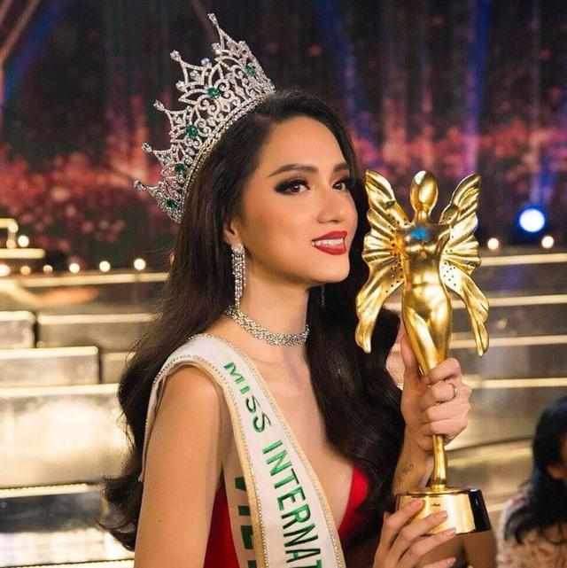 Sự kiện Hương Giang đăng quang Hoa hậu Chuyển giới Quốc tế 2018 đã được nhiều tờ báo trong và ngoài nước thông tin với nhiều lời khen về hành trình nỗ lực của cô để vươn tới vương miện.