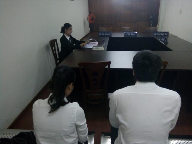 Đại diện nguyên đơn tại phiên tòa.