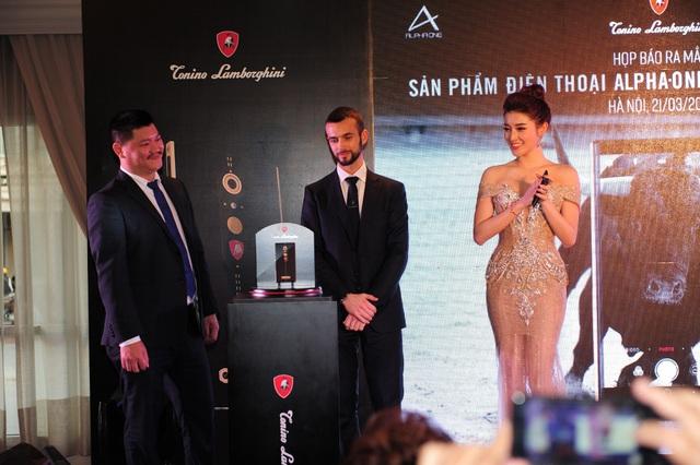 Điện thoại hạng sang của Tonino Lamborghini lần đầu tiên được bán tại Việt Nam.