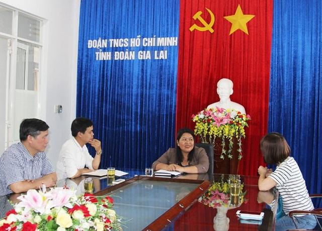 Phó Bí thư tỉnh đoàn Gia Lai trong buổi làm việc với PV Dân trí