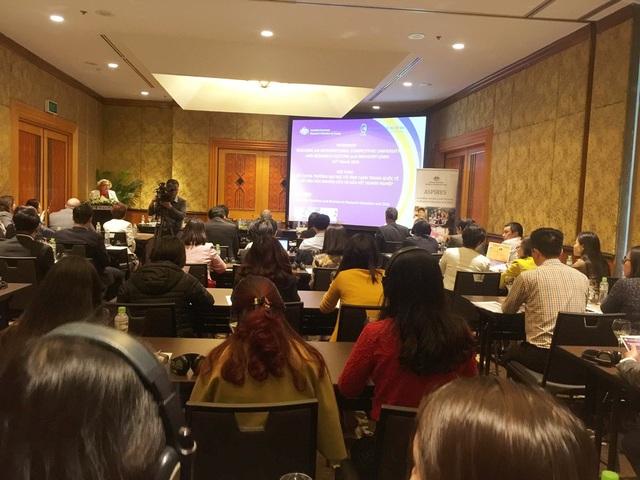 Thành phần tham dự hội thảo là cán bộ giáo dục cao cấp và các nhà hoạch định chính sách từ Bộ GD&ĐT, hiệu trưởng, phó hiệu trưởng từ các trường đại học và các cơ sở giáo dục ĐH ở Việt Nam.