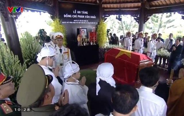 Nguyên Thủ tướng Phan Văn Khải được an táng bên mộ người vợ quá cố - 10