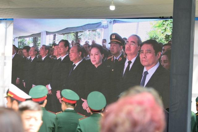Nguyên Thủ tướng Phan Văn Khải được an táng bên mộ người vợ quá cố - 9