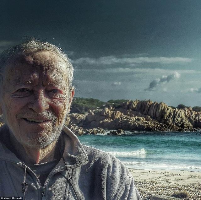 Ông cụ Mauro Morandi đã sống trên đảo Budelli kể từ năm 1989.