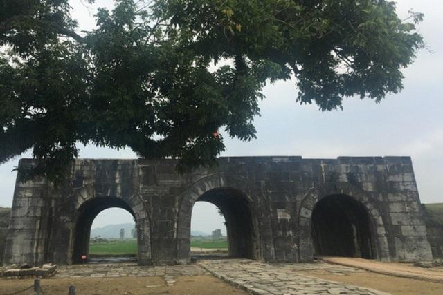Thành nhà Hồ là công trình kiến trúc bằng đá cổ độc nhất vô nhị ở Việt Nam