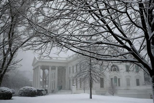 Nhà Trắng, nơi ở và làm việc của Tổng thống Donald Trump, cũng ngập trong tuyết.