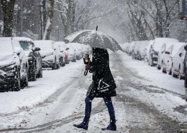 Thống đốc bang New Jersey Phil Murphy đã ban bố tình trạng khẩn cấp vào tối 20/3. Ông kêu gọi người dân ở trong nhà và cấm các phương tiện di chuyển trên đường cao tốc.