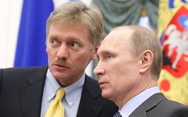 Ông Dmitry Peskov (trái) và Tổng thống Putin (Ảnh: Unian)