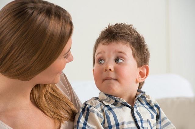 8 dấu hiệu phổ biến của trẻ tự kỉ mọi bố mẹ cần biết - 2