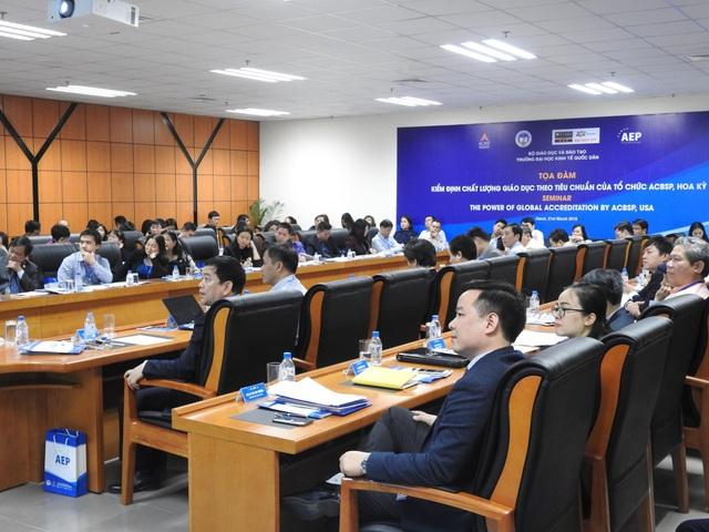 Các đại biểu tại buổi tọa đàm