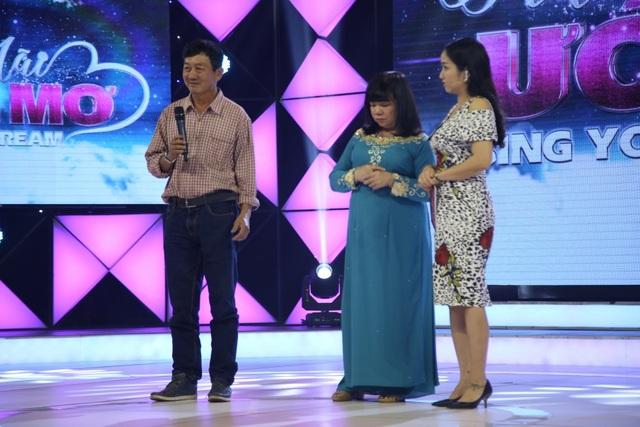 Bà Lưu Thị Bạch Tuyết hát để kiếm chút tiền giúp đỡ anh trai.