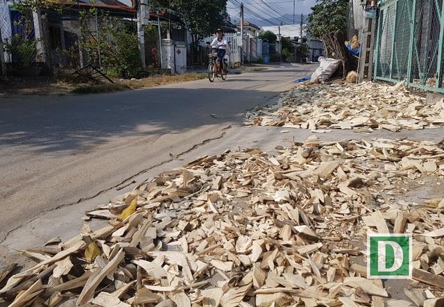 Vỏ cây dó bầu cũng được người dân phơi khô, có thể xay thành bột làm nhang đốt