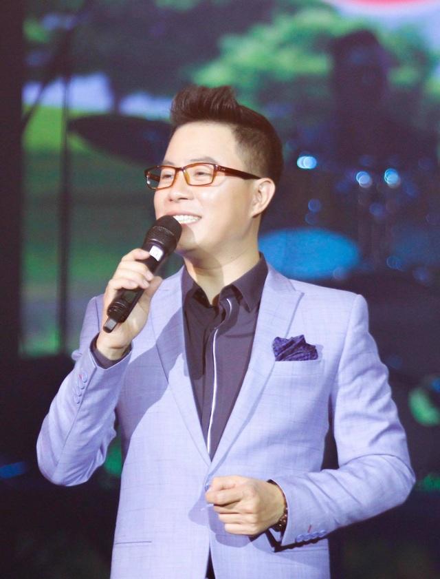 MC Trịnh Lê Anh: Chúng ta đang yêu thương nhau trên mạng nhưng ác với nhau ngoài đời.